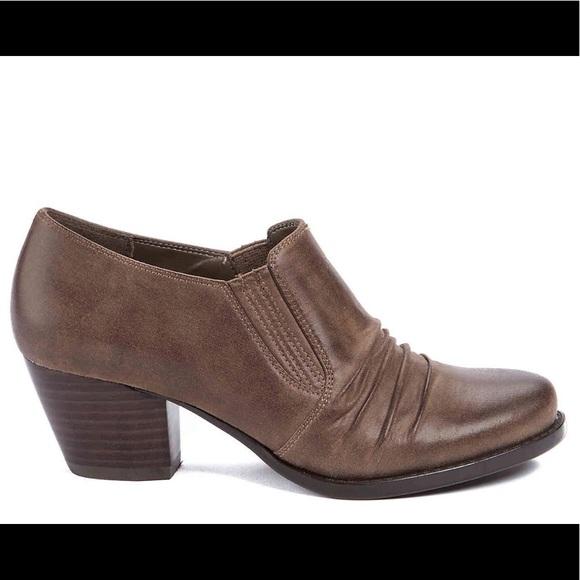 BareTraps Shoes - Bare Traps Raegan Bootie like New! Size 8.5